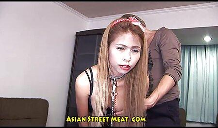彼女は猫を舐めるために彼女の指で唇を開く 女の子 の ため の エロ 動画
