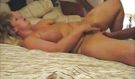 軽いブルネットは入れ墨の男を誘惑する 女の子 用 えっち 動画
