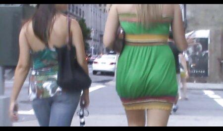 Saggyお尻は彼女のパンティーを脱ぐ 女の子 が 見る アダルト ビデオ