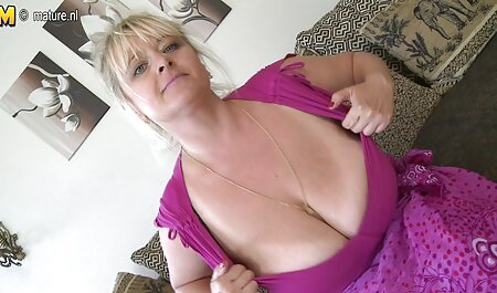屋外で舐めるセクシーな美女 女性 ため av